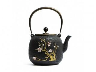 Чайник чугунный Цветение Сливы 1300 мл