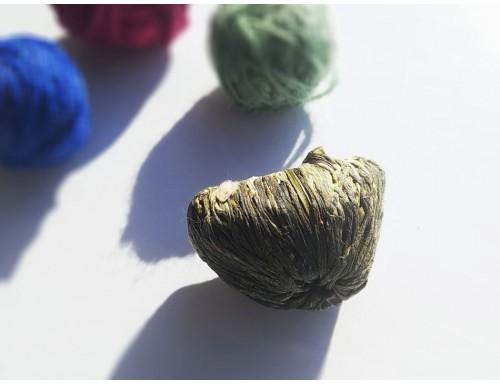 """Связанный чай """"Сердце Любви"""": белый чай с цветком жасмина, хризантемы и амаранта"""
