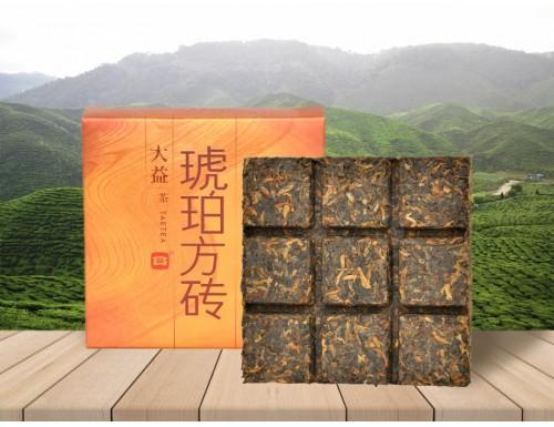 Шу Пуэр Мэнхай Да И Янтарная плитка 2014 года 60 г